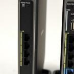 Links die Media Bridge mit ihren vier Gigabit-Schnittstellen, rechts die Air Station 1750. Der Router besitzt ebenfalls vier Gigabit-Ports, zusätzlich einen Gigabit WAN-Anschluss und eine USB 2.0-Schnittstelle. (Bild: netzwelt)