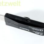 An der Seite befindet sich eine Micro USB-Schnittstelle für die Stromversorgung. Die fest verbaute MicroSD-Karte fasst vier Gigabyte (Bild: netzwelt)