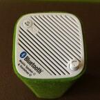 Ein Drehregler für die Lautstärke und ein Knopf, der zum Einsatz kommt, wenn das Telefon klingelt. Dann verwandelt sich das Testgerät in eine Freisprechanlage. (Bild: netzwelt)