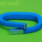 Das Armband zählt die Schritte und misst die Schlafzyklen seines Trägers. (Bild: netzwelt)