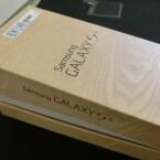 Der Karton wird geöffnet... (Bild: netzwelt)