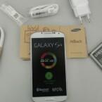 Im Lieferumfang des Samsung Galaxy S4 befindet sich das Standardzubehör. (Bild: netzwelt)