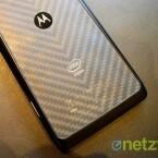 Bislang verwendete Motorola für die Rückseite Kevlar als Werkstoff wie hier beim Modell Razr i. (Bild: netzwelt)
