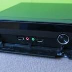 2 x USB 2.0, Audioausgang für Kopfhörer, Mikrofoneingang an der Vorderseite. (Bild: netzwelt)