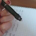 Die Mine des Stifts ist ein gewöhnlicher Kugelschreiber. (Bild: netzwelt)