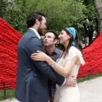Auf Tuchfühlung mit dem Hochzeitspaar - Fotografieren mit Google Glass erfordert vollen Körpereinsatz - zumindest im Clip des YouTube-Nutzers Gogro. (Bild: Petapixel)