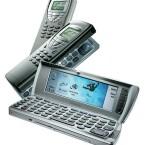 Das Nokia 9210, Beiname Communicator, wurde zwischen 2001 und 2002 als erstes Symbian-Smartphone verkauft.(Bild: ollihart.de)