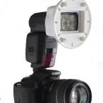 Für normales Blitzen kann der Universal-Adapter am Reflektor bleiben. (Bild: H-J. Kruppa)