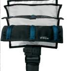Der FlashBender-Reflektor ist fast beliebig formbar. Biegsame Fixierstäbe auf der Rückseite halten die gewünschter Form. (Bild: H-J. Kruppa)