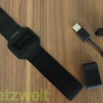 Armband, Clip und Micro-USB-Kabel sind im Lieferumfang enthalten. (Bild: netzwelt)