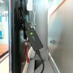 Den Stick kann man direkt an das TV-Gerät anschließen oder über ein HDMI-Verlängerungskabel verbinden. (Bild: netzwelt)