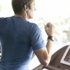 Dank Indoor-Tracker erfasst die Uhr auch auf dem Laufband den Trainingserfolg des Nutzers. (Bild: TomTom)