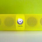 Vier Mini-Lautprecher sitzen im Beats Pill. Der Klang ist insgesamt zu höhenlastig. (Bild: netzwelt)