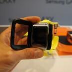 Die Akkulaufzeit gibt Samsung mit bis zu 24 Stunden an. Aufgeladen wird die Smartwatch mithilfe dieses Ladegeräts. (Bild: netzwelt)