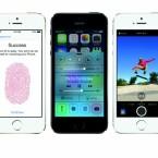 Ausgeliefert wird das iPhone 5s ab Werk mit iOS 7. Haupterneuerung hardwareseitig ist beim iPhone 5s der Fingerabdruckscanner im Home-Button. (Bild: Apple)