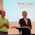 Im Rahmen der IFA stellten Hidenao Ubukata (links) und Noboru Akahane (rechts) die Ricoh Theta vor. (Bild: netzwelt)