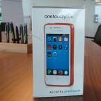 Das Alcatel One Touch Fire kommt in diesem Umkarton in den Handel. (Bild: netzwelt)