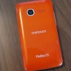 Das Alcatel One Touch Fire gibt es wahlweise in Orange oder Grün. (Bild: netzwelt)