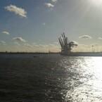 Hamburger Hafen fotografiert mit Gegenlicht. (Bild: netzwelt)