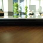 Das Surface ist nicht nur dicker, sondern auch fast doppelt so schwer wie das iPad der vierten Generation. (Bild: netzwelt)