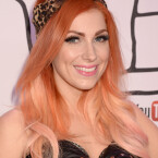 Ankunft von Sängerin Bonnie McKee bei den YouTube Music Awards. (Bild: Jeff Kravitz / FilmMagic for YouTube)