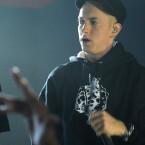 """Künstler des Jahres Eminem performt auf der Bühne seinen Song """"Rap God"""". (Bild: Jeff Kravitz / FilmMagic for YouTube)"""