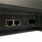 An der Rückseite der Playbar befinden sich zwei Fast Ethernet-Ports. Eine Schnittstelle dient der Verbindung ins Heimnetzwerk, über den anderen Port kann  die Verbindung mit anderen Geräten geteilt werden. (Bild: netzwelt)