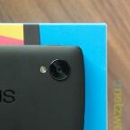 Die 8-Megapixel-Kamera ragt etwas aus der Rückseite des Smartphones heraus. (Bild: netzwelt)