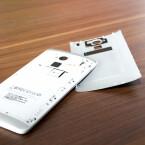 Der Akku lässt sich nicht wechseln, dafür kann der Speicher beim HTC One Max erweitert werden. (Bild: netzwelt)