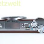 Neben eine HDMI-Ausgang besitzt die Casio Exilim EX-ZR 700 einen USB-Anschluss, über den der Akku geladen werden muss. (Bild: netzwelt)