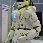Noch agiert der Roboter nicht autonom. Dies soll sich in Zukunft jedoch ändern. (Bild: IEEE Spectrum)
