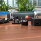 Im Karton finden sich Netzteil und USB-Kabel, jedoch keine Transport-Tasche. (Bild: netzwelt)