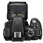 Die Nikon D3300 kommt optional mit einem neuen Kit-Objektiv für 649 Euro auf den Markt. (Bild: Nikon)