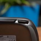 An der Oberseite des Controllers befindet sich eine Halterung für Smartphones. (Bild: netzwelt)