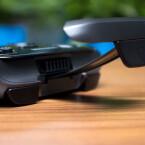 Die Halterung lässt sich stufenlos ausziehen und fasst laut Hersteller Smartphones mit einer Bilddiagonale von bis zu 6,3 Zoll. (Bild: netzwelt)
