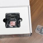 An oberster Stelle befindet sich die Dashcam. Der Hersteller hat dem Testgerät eine Speicherkarte aus eigener Produktion beigefügt. (Bild: netzwelt)