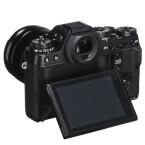 Neben dem großen Sucher besitzt die Kamera auch ein LC-Display. (Bild: Fujifilm)