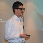 Gesteuert wird die Moverio BT-200 über einen Controller, der per Kabel mit der Brille verbunden wird. (Bild: netzwelt)
