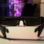 Mit speziellen Gläsern kann die Brille getönt oder an die eigene Sehstärke angepasst werden. (Bild: netzwelt)