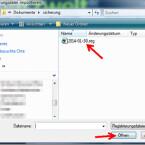 """Sucht die gesicherte Datei mit der Endung """"REG"""" auf eurer Festplatte und öffnet diese über den Button """"Öffnen"""". Wartet bis alle Daten eingelesen sind. Achtung: Spielt nur eure eigene Sicherungsdatei ein. Wir raten von dem Import fremder Registry-Files aus dem Internet ab."""