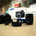 Die Systemkamera NX30 wird für knapp 1.000 Euro inklusive Kit-Objektiv im Handel erscheinen. (Bild: netzwelt)