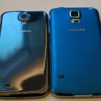 Die Rückseite ist beim S5 (rechts) matt, anstatt glänzend wie beim Galaxy S4 (links). (Bild: netzwelt)