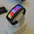 Die Gear Fit bietet ein Super AMOLED-Display mit einer Bilddiagonale von 1,84 Zoll. (Bild: netzwelt)
