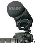 Das Rode Stereomikrofon Vidomic Pro – nach vorne kurz, ragt 13 cm in die Höhe. (Bild: H-J. Kruppa)