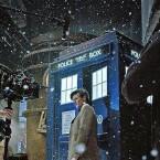 """Sowohl die ursprüngliche als auch die neue """"Doctor Who""""-Serie steht zum Abruf bei Netflix bereit. Der bekannte britische Doctor reist in beiden Serien wild durch Raum und Zeit. (Bild: BBC)"""