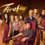 """Der Mix aus Western und Science-Fiction funktioniert in """"Firefly"""" hervorragend. Die bunt gemischte Crew der Serenity operiert am Rande des Gesetzes und trifft nicht nur auf die guten Aspekte des Weltraums. (Bild: Universal)"""