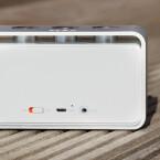 Rückseitig gibt es weitere Anschlüsse zum Laden und Verbinden mit anderen Geräten. (Bild: netzwelt)