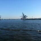 Hamburger Hafen bei Sonnenschein. (Bild: netzwelt)