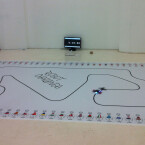 ... unter anderem das Line Following. Dabei müssen Roboter möglichst schnell einen Rundkurs in Form einer Linie entlangfahren. 2014 ist der Kurs dem Formel-1-Grand-Prix von Barcelona nachempfunden. (Bild: futurezone)