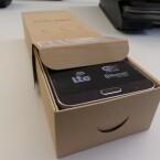 Das Note 3 Neo kann dann aus dem Karton gezogen werden. (Bild: netzwelt)